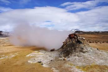 Fumarolen und Solfataren mit Schwefelablagerungen bei Námaskarð