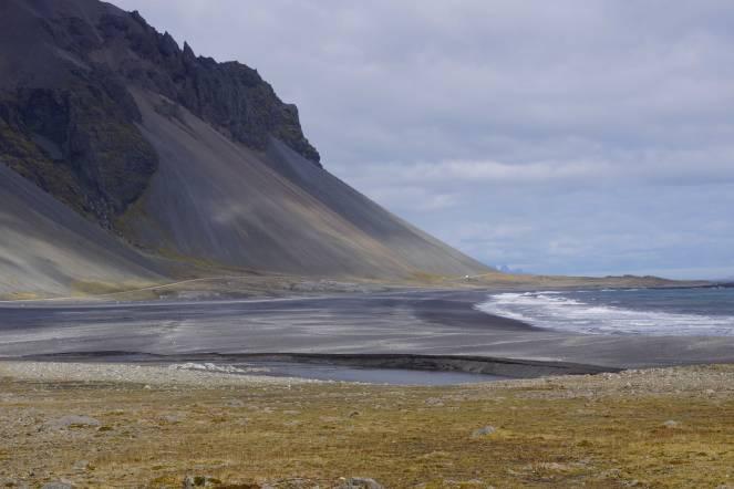 Schwarze Lavastrände im Osten von Island, kurz vor Höfn