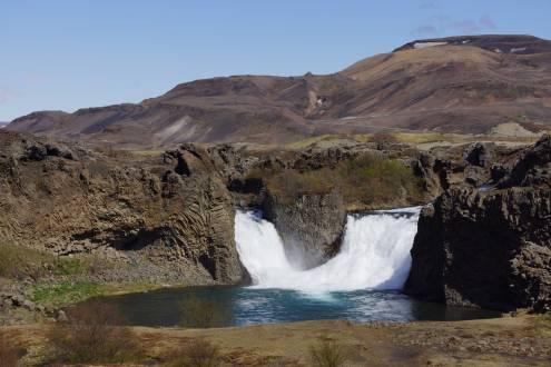 Hjálparfoss ist ein Wasserfall im Süden von Island