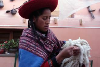 Traditionelle Stoffherstellung in Bolivien